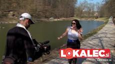 Maja Založnik med snemanjem videa (kamera BK TV)