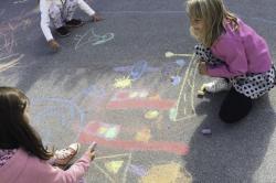 otroci, dan brez avtomobila, risanje, risanje s kredo