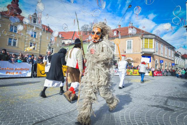04. (FOTO Marko Pigac) _Ta kožuhov_ cerkljanski laufar