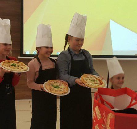 rojstni dan, peka pice, otroci kuharji