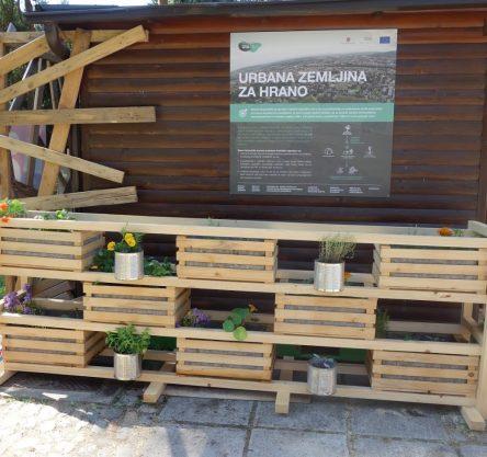 Postavljen prvi vrt v pilotnem projektu Urbana zemljina za hrano