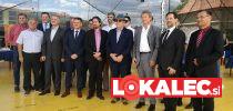 Skupinska fotografija po slavnostnem podpisu sponzorskih pogodb za Festival Lent.
