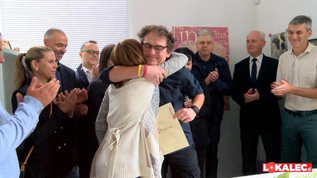 Boris Krabonja je Martini Rauter za prejeto donacijo podaril iskren objem in zahvalo,