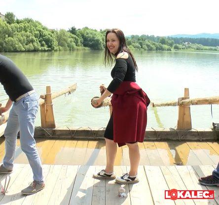 Krmarila je tudi Tinkara Kovač.