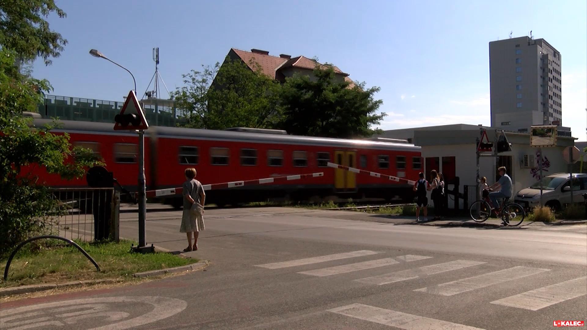 Zapornice, ki so mnogokrat pomenile zastoje za vozila na Ljubljanski ulici.