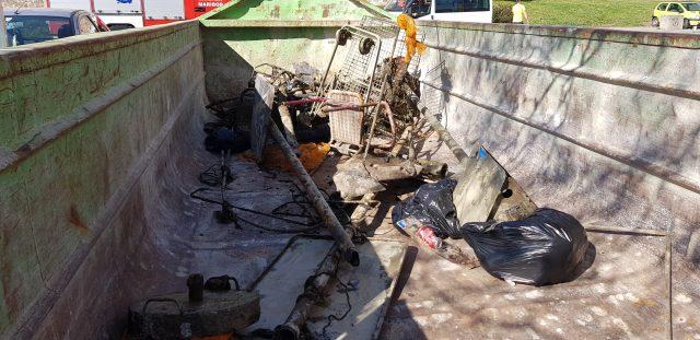 Smeti, ki so jih potapljači našli v Dravi. Foto: bralec T.F.