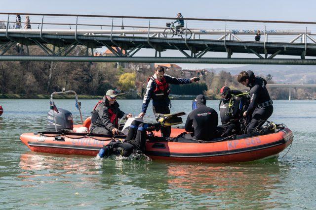Pri čiščenju so sodelovali člani Slovenske potapljaške zveze in mariborski splavarji