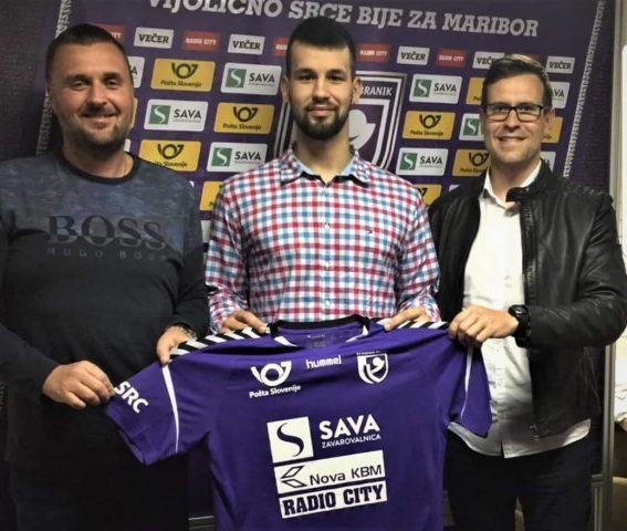 Od leve proti desni so: Andrej Beliš (športni agent), Adrijan Miličević, Mihael Pisanec (poslovni direktor RK Maribor Branik); FOTO: RK Maribor Branik