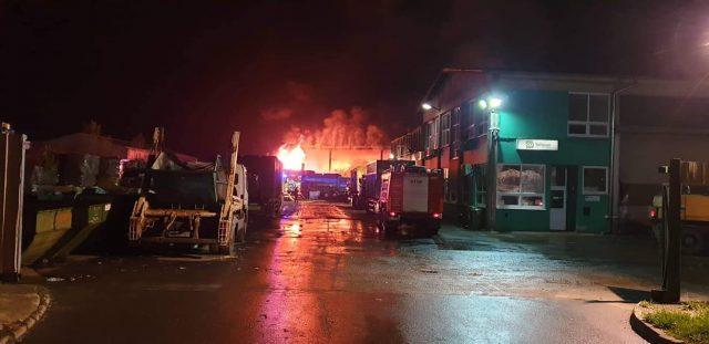 Požar v obratu za predelavo odpadkov v Lenartu. Vir: Facebook PGD Benedikt