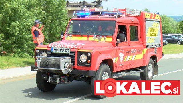 V gasilsko parado so bila vključena tudi gasilska vozila.