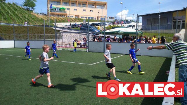 Tudi gledalci so spodbujali mlade nogometaše.