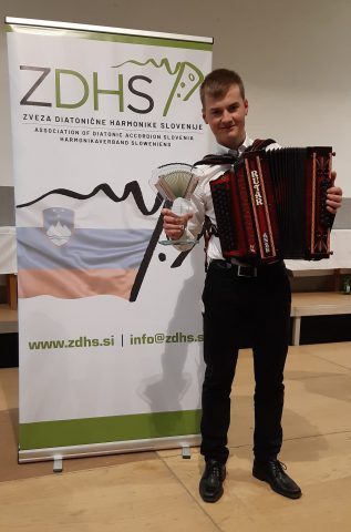 Odličen uspeh Anžeta Krevha, postal je absolutni svetovni prvak v igranju diatonične harmonike. Vir: Facebook profil Anže Krevh