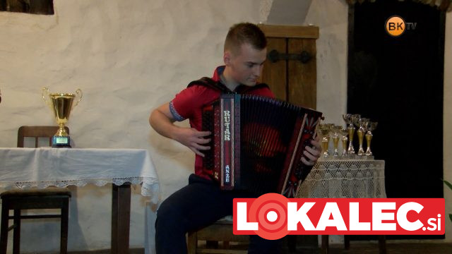 Na Muti je nastopil je tudi absolutni svetovni prvak v igranju na harmoniko Anže Krevh.