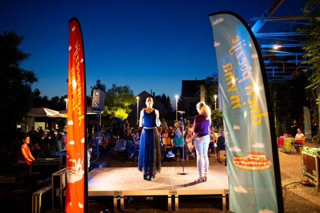 Večeri pred dnevi - Pesmi na reki, pesniško branje na ljubljanski Špici; FOTO: Matej Pušnik