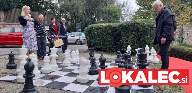 Pred podelitvijo nagrad so se udeleženci preskusili tudi v igranju šaha.