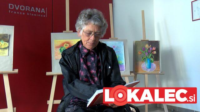 Udeleženka razstave Marija Friedl je ob odprtju razstave prebrala tudi nekaj svojih pesmi.