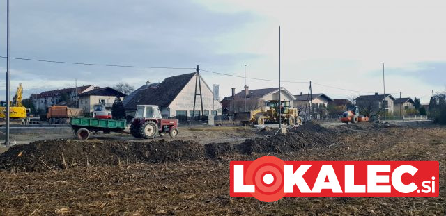 Traktor na gradbišču (2)