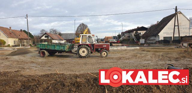 Traktor na gradbišču (4)