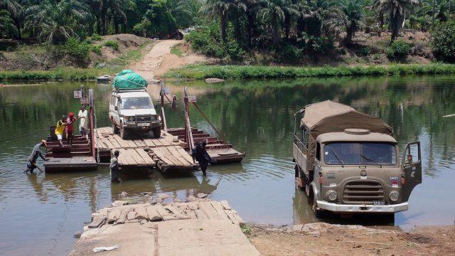 Trajekt na človeški pogon, reka Little Scarcies. Vir: Ekipa Seos Africa